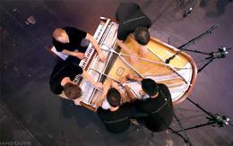 Cinco músicos, un sólo piano