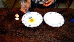 Cómo separar la clara de la yema del huevo