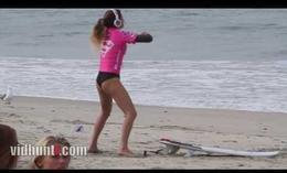 El calentamiento más sexy de una surfista