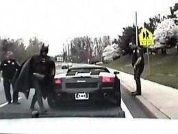 La policía para a Batman