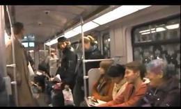 Risa contagiosa en el metro