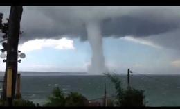 Tornado en el mar