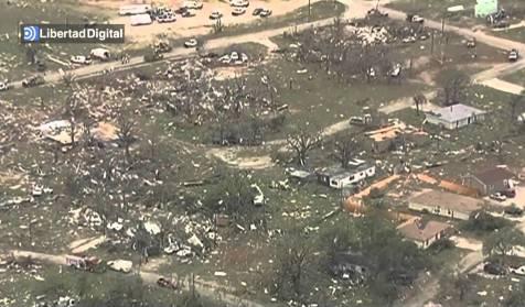 Destrucci n tras el paso de un fuerte tornado en granbury texas libertad digital - La hora en el paso texas ...